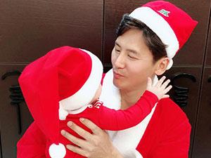 于晓光一家庆圣诞 儿子啪嗒首出镜露出肉嘟嘟可爱侧脸