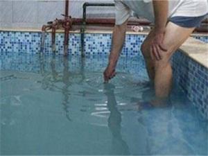 三岁男孩进女浴池被拒 事件始末曝光被拒竟是因为身高