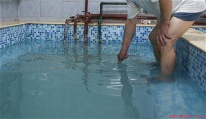 男孩进女浴池被拒