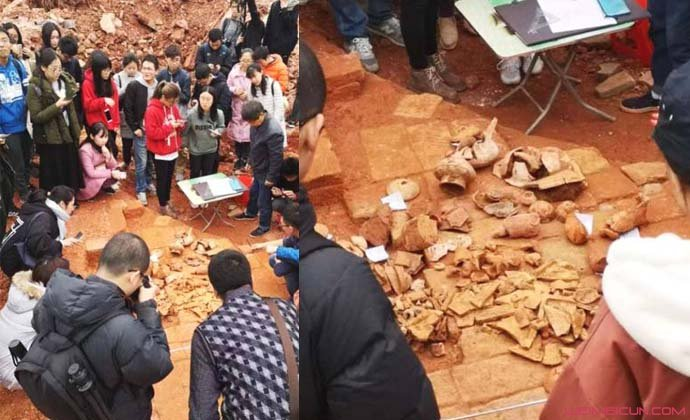 大学食堂挖出古墓
