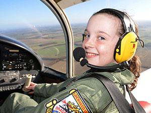 14岁女生成飞行员 埃莉卡特资料被揭当飞行员原因曝光