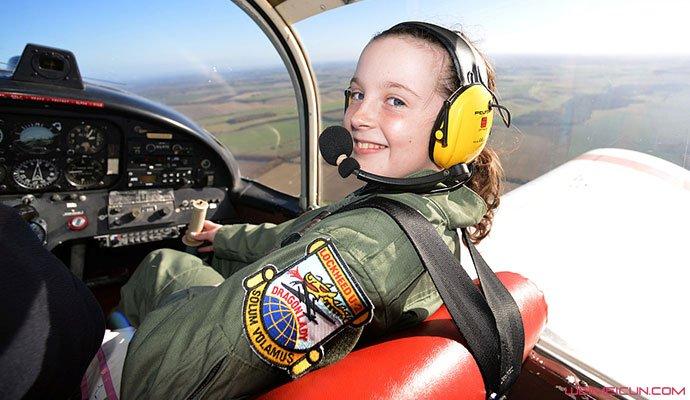 14岁女生成飞行员