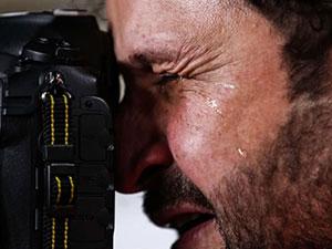 伊拉克摄影师流泪怎么回事 摄影师流泪背后原因令人动容
