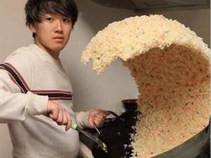 海啸炒饭翻锅爆红怎么回事 这技术被大赞简直是食神再世