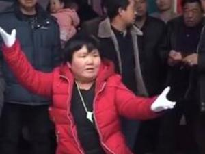 大妈魔性指挥走红 详细情形曝光让人直呼高手在民间