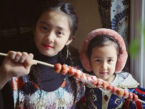 黄磊晒俩女儿近照 多多和妹妹拿的竟是刘昊然冰糖葫芦?