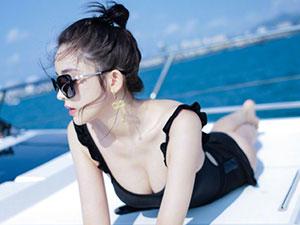 娜扎罕见晒泳装照 黑色泳装大秀美背胸前乳