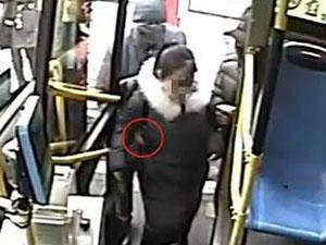 公交车追小偷怎么回事 详情始末被揭监控曝光引人气愤
