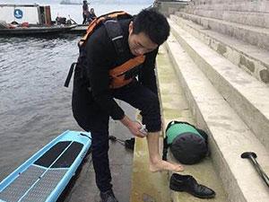 男子划桨板渡江上班咋回事 具体详情及背后原因真相了