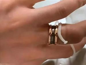 戒指卡手花7万取怎么回事 中国网民却满满自