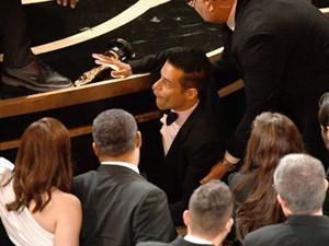奥斯卡影帝摔下舞台怎么回事 拉米·马雷克