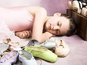 女孩患睡美人症怎么回事 这究竟是个什么病症状令人吃惊