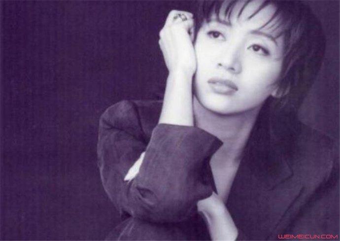 梅艳芳最后一场演唱会 穿着婚纱的她美如花却唱哭了众人  第2张