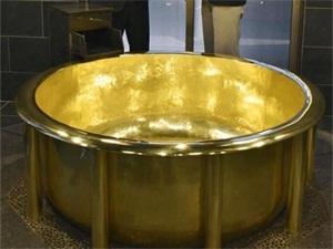 世界最大黄金浴缸 价值约8亿日元豪华程度令人傻眼