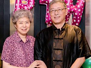 胡歌父母照片 其父母身份曝光妈妈因乳腺癌去世是真的吗