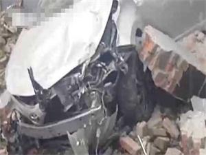 女司机撞墙停车怎么回事 事件始末经过曝光