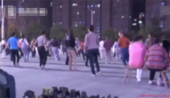 跳广场舞掉出子宫