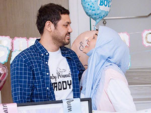 歌手茜拉举办迎婴宴 与老公哈里斯甜蜜对视怀孕几个月?