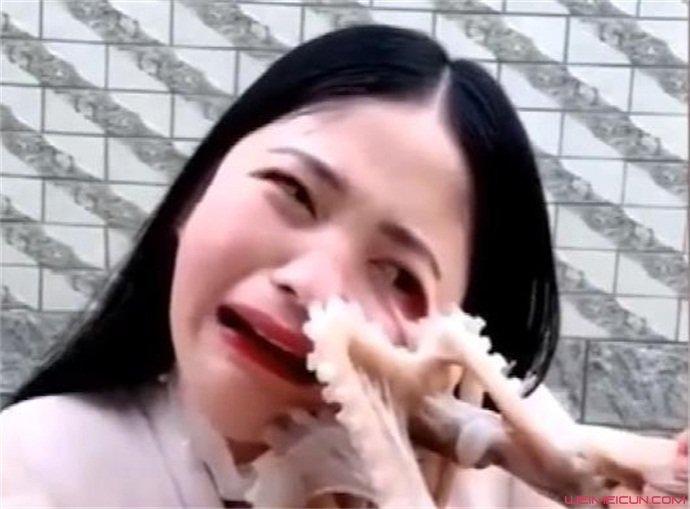 直播吃活章鱼