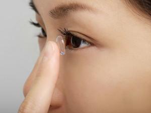 女子眼睛流荧光泪怎么回事 详情令人吃惊因为懒造成的伤害