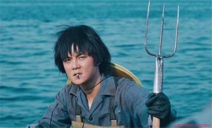 尹正那个拿鱼叉的照片