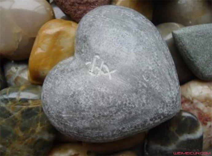 心形石头什么梗