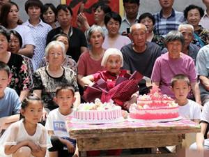 五代168口同堂怎么回事 高能画面掀起热议老奶奶好福气