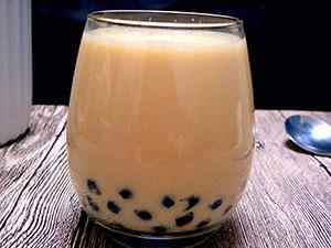 喝奶茶胃里百颗珍珠 详情曝光引人惊珍珠是用什么做成的