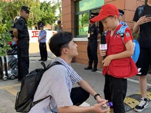 考生王鹏翔走红 最暖高考生一个蹲获赞百万