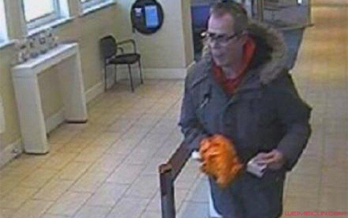 男子用香蕉抢银行