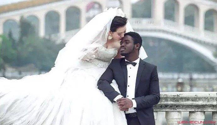 李逵和老婆婚纱照