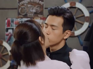 亲爱的热爱的吻戏花絮 佟年韩商言初吻原来
