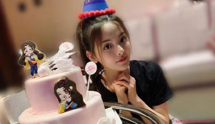 杨超越生日照片