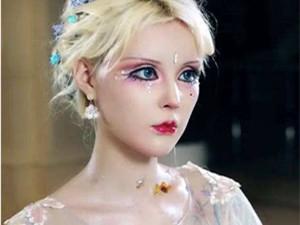 迪丽拉素颜卸妆后 芭比网红小时候照片和身
