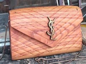 小伙用木头做奢侈女包 成品令人惊讶其资料及女友曝光