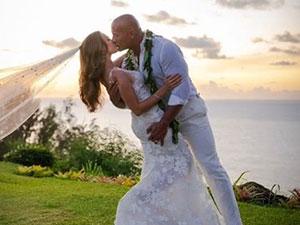 巨石强森结婚 强森老婆Lauren Hashian个人资料被起底