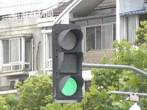 因一句话偷红绿灯怎么回事 偷灯一时爽之后牢房闯一闯