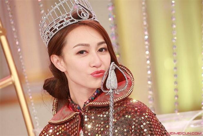 黄嘉雯港姐冠军