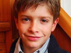 男孩露出神秘微笑啥情况 莫名露微笑的背后原因吓坏人