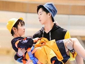 孙泽源抱张子枫怎么回事 公主抱甜蜜对视两人什么关系