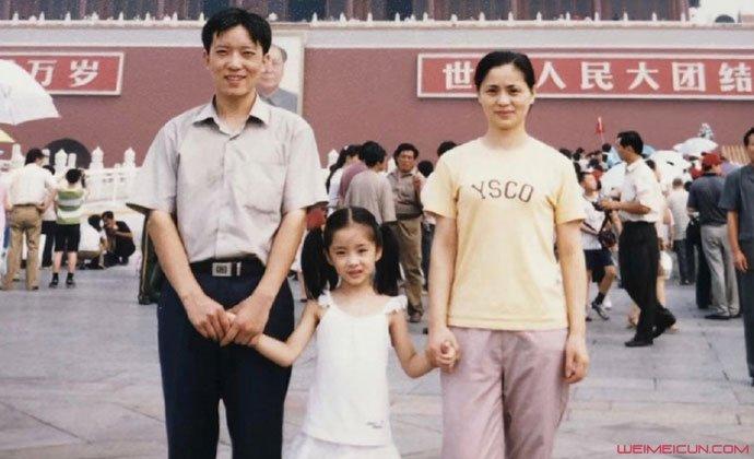 吴曼思童年与父母合照