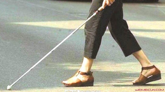 老妇装盲人21年