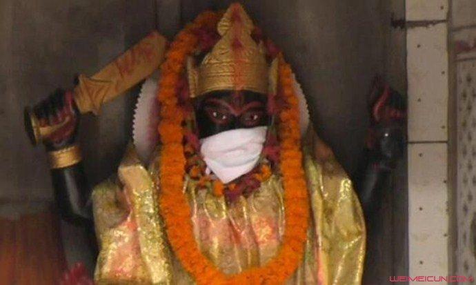 印度给神像戴口罩