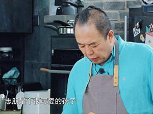 张铁林谈陈志朋 为其前卫着装说话陈志朋回
