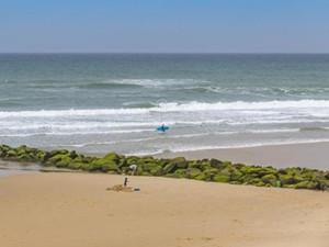 海滩漂来钻石包裹怎么回事 包中物品及事件背后令人震惊