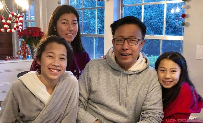 李阳和三个女儿合照