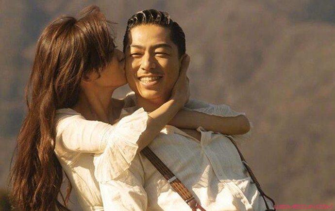 林志玲亲吻老公Akira