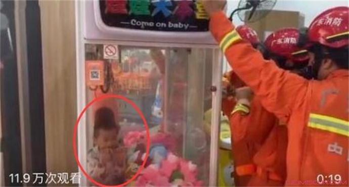 娃娃抓娃娃被卡