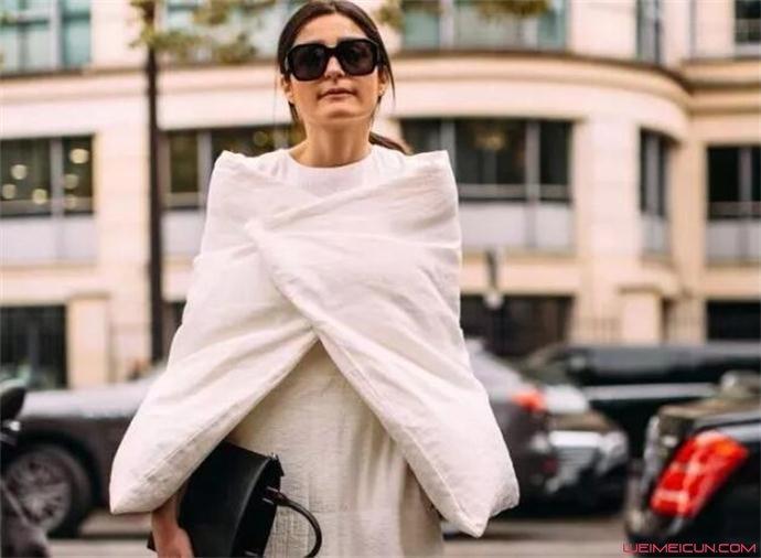 穿羽绒服适合背什么包包图片
