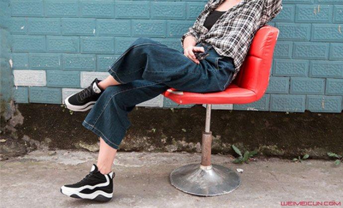 阔腿裤搭配球鞋